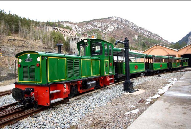 FGC-Tren del Ciment (Pobla de Lillet), per Jofré Milà Sampera