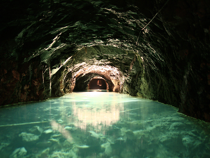 Interior de la mina de petroli